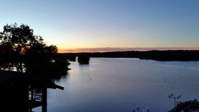 Lake-Barkley-Restaurant-View